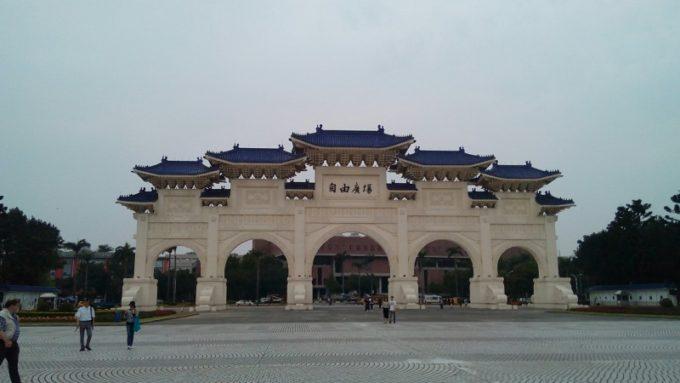 自由広場の門