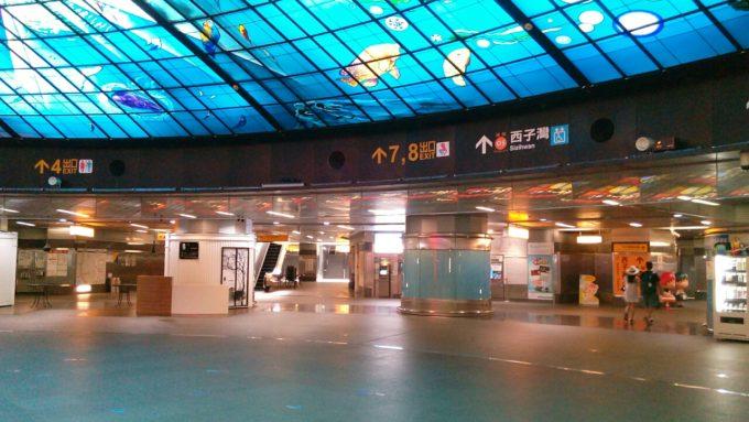 地下鉄美麗島駅構内