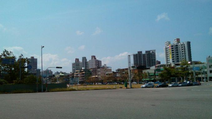 高鉄高雄駅周辺の道路