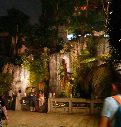 龍山寺内滝