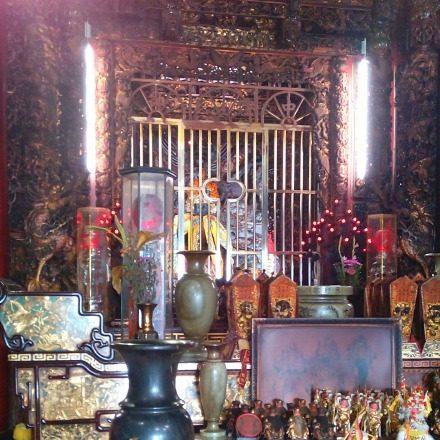 天府宮の祭壇