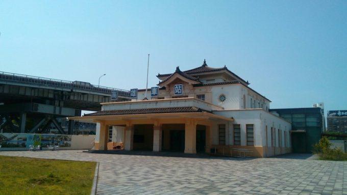 帝冠様式の台湾高雄駅駅舎