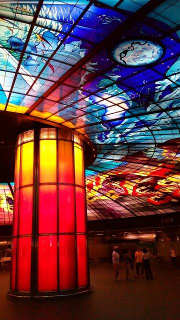 美麗島駅光之穹頂赤い柱
